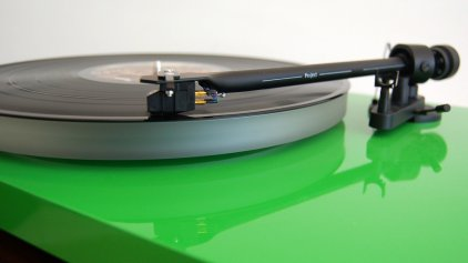 Проигрыватель винила Pro-Ject Debut Carbon Esprit (DC) green (Ortofon 2M-RED)