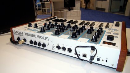 Клавишный инструмент AKAI Timbre Wolf